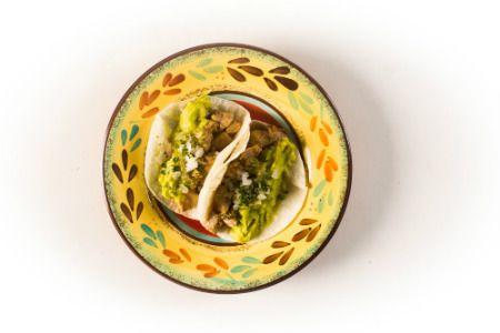 Tacos de carnitas (carne de porco) - Paladar - Estadao.com.br