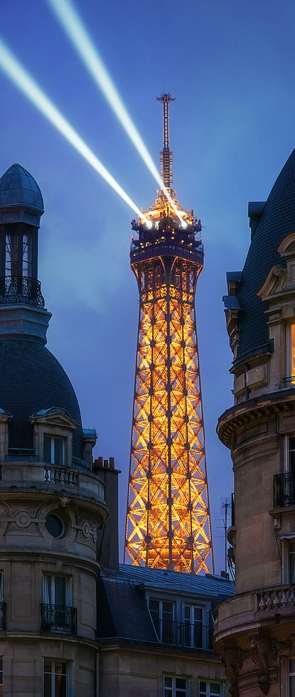 #Lighthouse Tour Eiffel - Paris, #France http://www.roanokemyhomesweethome.com