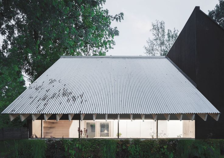 Davidson Rafailidis - He, she, it; a greenhouse, painters studio, and space for a ceramicist, Erie County NY 2015. Via, photos © Florian Holzherr.