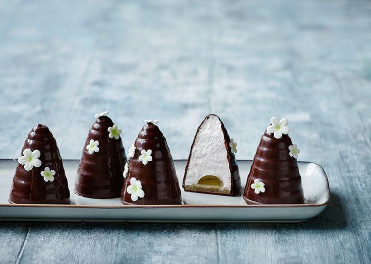 Flødeboller med vaniljeskum og hyldeblomstgelé (Recipe in Danish)