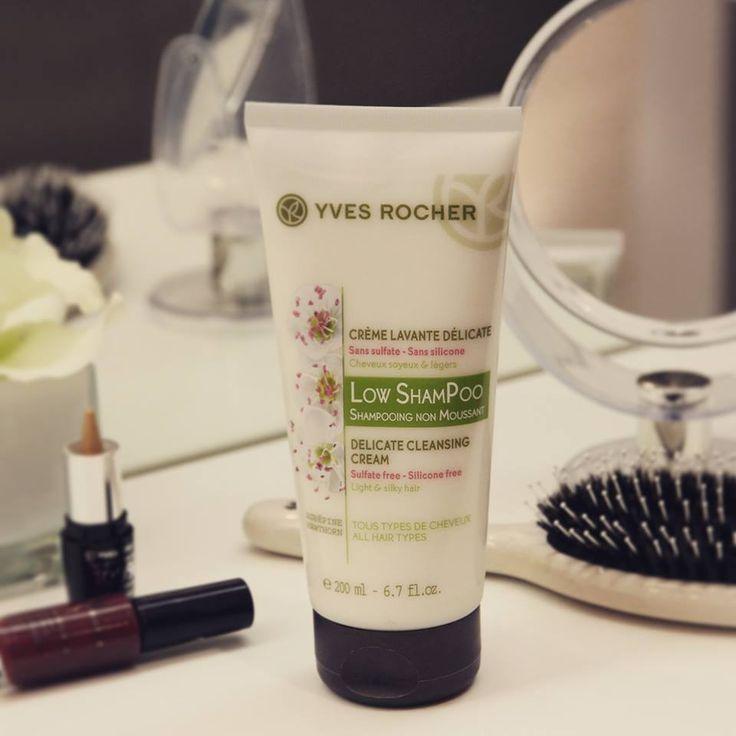 Shampoo tecnología sin espuma. Con su textura cremosa y nutritiva cuida la fibra capilar de dejando el cabello ligero, brillante y sedodo