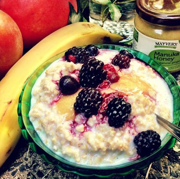 We had the most delicious breakfast this morning, porridge, berries and drizzled in our Manuka Honey with Ginger, wonderful way to start the day, and did we mention the birds are chirping and the sun if peaking out from behind a few white fluffy clouds. Going to be a fabulous day! (-: #mayvers #manukahoney #purestate #breakfast #berries #goodhealth #cleaneating #soyummy #ginger