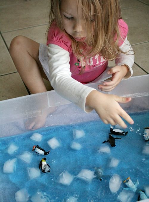 Help toddlers learn to count and practice one to one correspondence with these easy penguin counting game and sensory play activity.