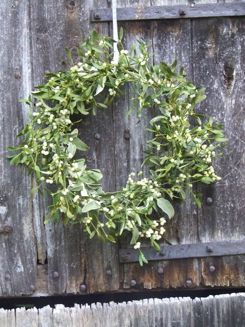 a christmas wreath as a hostess gift - Sharon Santoni