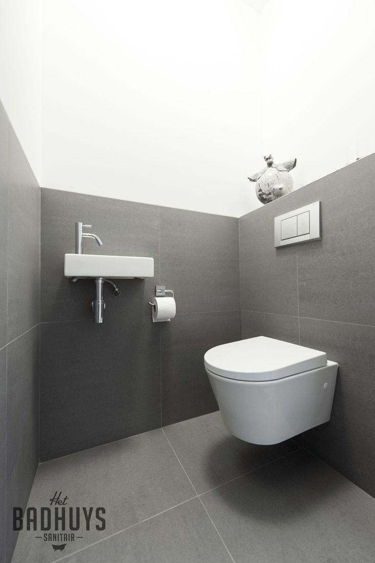 Modern toilet in grijs en wit   Het Badhuys Breda