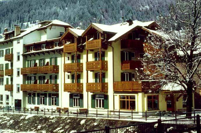 Hotel Laurino*** Moena - Via Löwy, 15 info@hotellaurino.com Tel. 0462 573238  #valdifassa #moena #trentino #dolomites #unesco