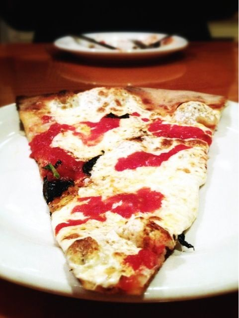 """Crispy crust, fresh mozzarella , splashes with tomato sauce,fresh basil, olive oil and Parmesan flakes. This classic Margherita Pizza by """"The Pie Pizzeria Nepoleta"""" has been chosen as the best pizza by New York's newspaper Newsday. - 17件のもぐもぐ - Margherita Pizza by MyRaX"""