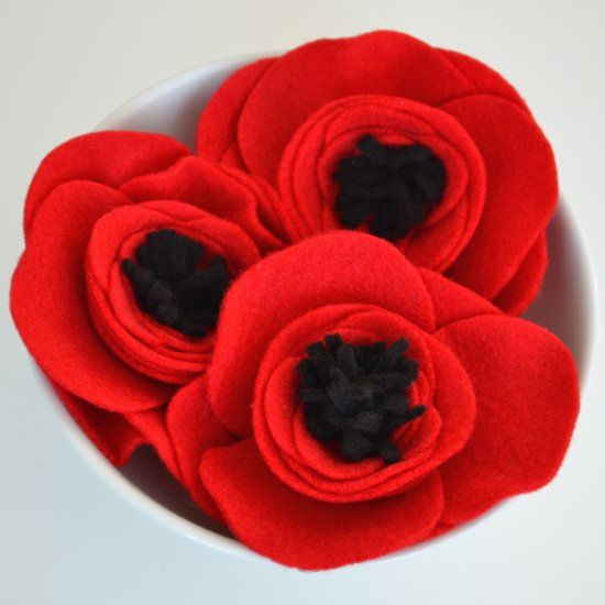 Learn how to make these simple felt poppies in a few easy steps - use them to decorate, embellish accessories or present wrapping!