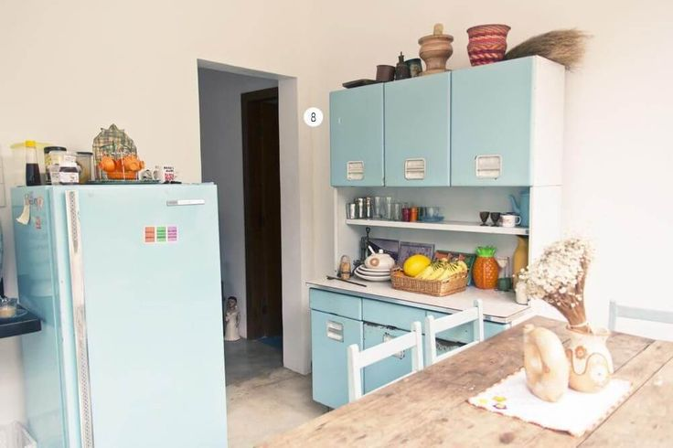 cozinha compacta retro com armarios de aco casa aberta