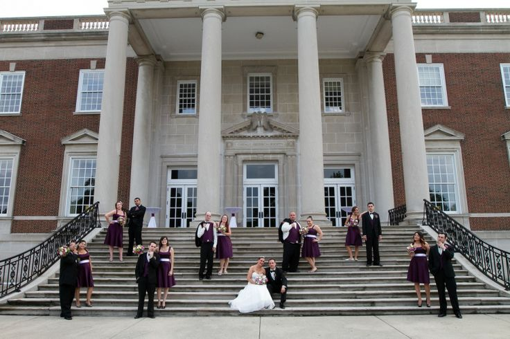 The elegant rear veranda and towering columns at the Chicago History Museum provide one of Chicago's best wedding photo spots ever! Thanks to Dartise Photography.