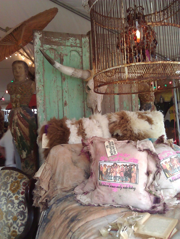 Lovin' this JG bedroom vignette at their JUNK GYPSY palace at Zapp Hall, March 2013.
