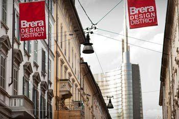 """C'è il Salone del Mobile e le strade di Milano straripano di designers e architetti. Si va per """"distretti"""" e per proposte nei circuiti Off, ma per i veri flaneur dell'arte contemporanea ecco un percorso per immagini tra le mostre..."""
