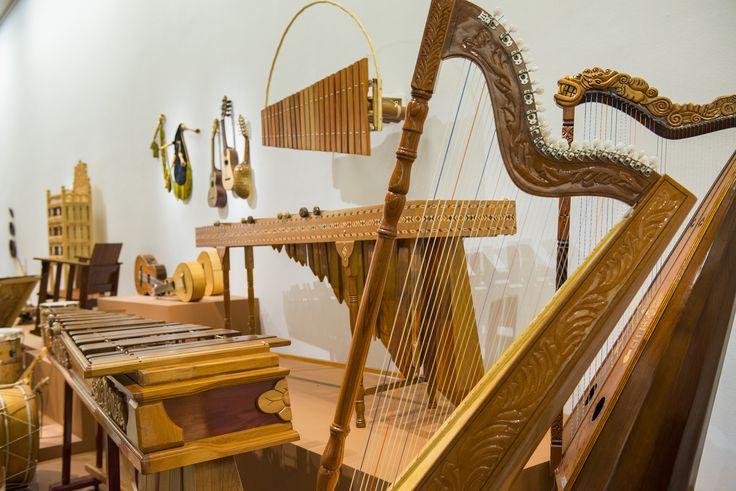 Instrumentos de madera presentes en la exposición: Grandes Maestros del Arte Popular de Iberoamérica, hasta el 27 de septiembre en Centro Cultural La Moneda.