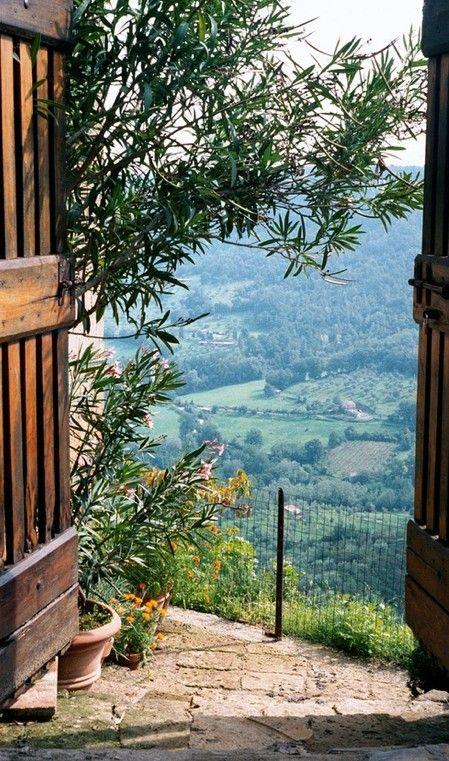 Wonderful view in Civita di Bagnoregio, Umbria, Italy • photo: Woodie Anderson on Flickr