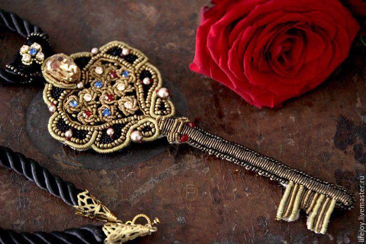 Купить Подвеска Золотой ключик Золотое шитье. Кристаллы Сваровски. - комбинированный, золотой, бронзовый, красный