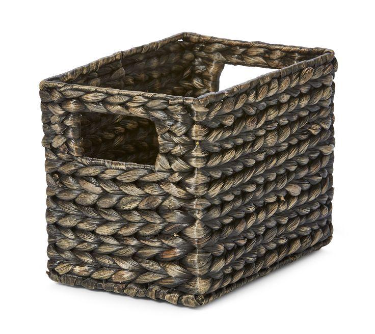 99 kr MIO Förvaringskorg i flätad svartlackerad vattenhyacint. Hanoi finns i flera olika storlekar för att kunna ha ett så brett användningsområde som möjligt. Denna fina box blir en dekorativ detalj i ditt hem samtidigt som den är praktisk.