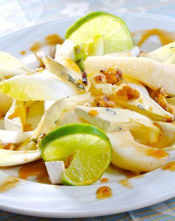 Une #salade croquante aux fromage et poire avec une #vinaigrette légère au jus d'orange!