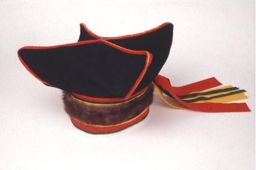 Miehen talvilakki inarinsaamelaista mallia.    (C) http://suomenmuseotonline.fi/en/kohde/Suomen+kansallismuseo/SU5854%3a4?freetextSearch=saamelais*=730