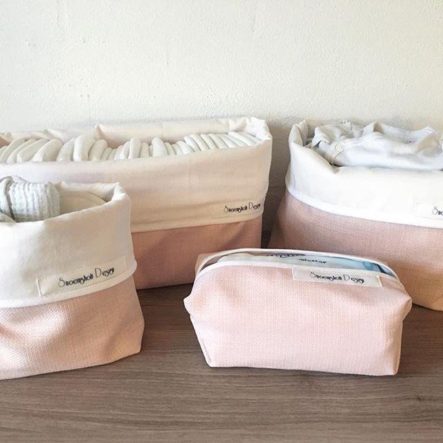 Puslesæt med 4 dele lyserød med hvid foer. Plads til 30 bleer i str 1 i den store del. 300.- pp #DIY #preggo #syning #salg #Babymode #børnemode #Fashion #Hjemmelavet #Pude #Gravid #Design #babyudstyr #tgaugust17 #pusleplads #nyfødt #homemade #diydecor #børnetøj #babyrede #sysysy #babynest #kreativ #denmark #dansk #puslesæt #augustmiraklerne2017 #danskdesign #krea #barsel #babyspam