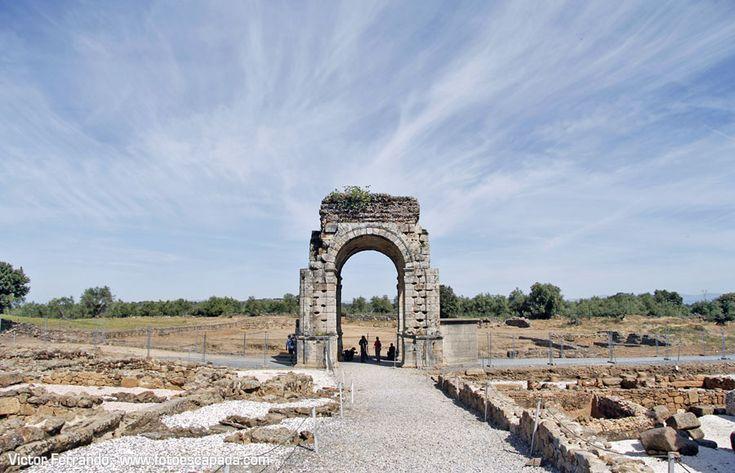 Arco romano de Cáparra http://www.fotoescapada.com/safari-fotografico-valle-del-ambroz-extremadura/