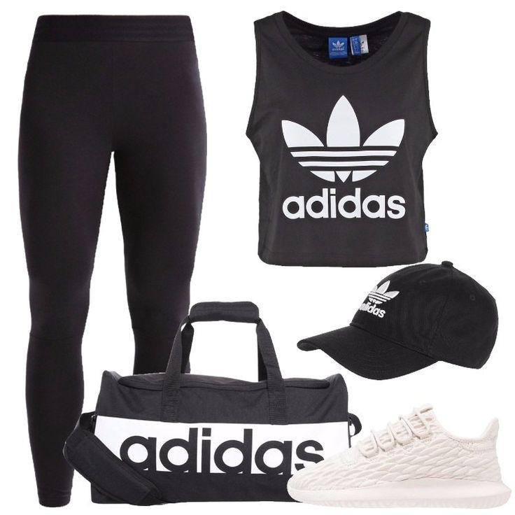 L'outfit è composto da un leggings neri, un top nero in cotone con scollo tondo, una borsa per lo sport, un paio di sneakers basse e da un cappellino.
