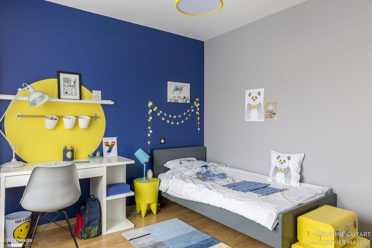 Chambre pour un garçon qui aime dessiner, le bleu et le jaune, Région Parisienne, Delphine Guyart - décorateur d'intérieur