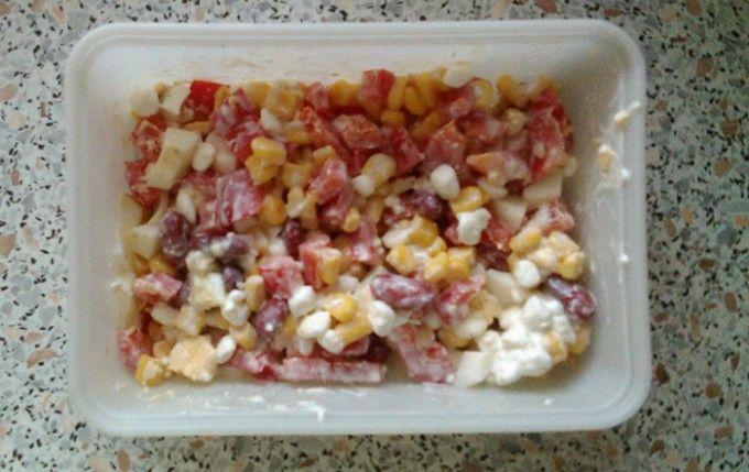 Salát se sýrem Cottage s vejcem a paprikou