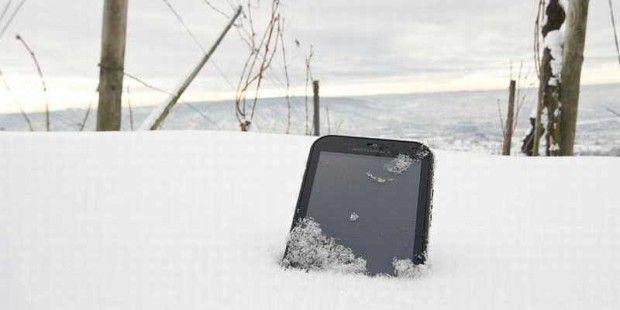 So wie dieses Smartphone versinkt ganz Finnland im Winter im tiefen Schnee. Blöd, wenn dann Hacker die Heizung abdrehen.