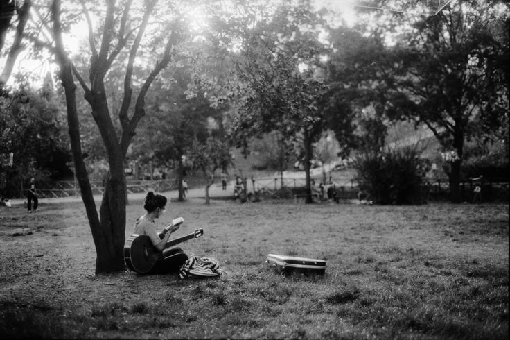 Playing in the park - FILM • ANALOG - © Lucrezia Cosso