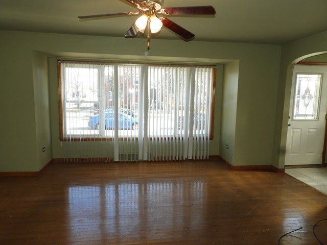 7300 S Fairfield Ave Chicago Il 60629 Realtor Com Renting A House Find Real Estate Real Estate