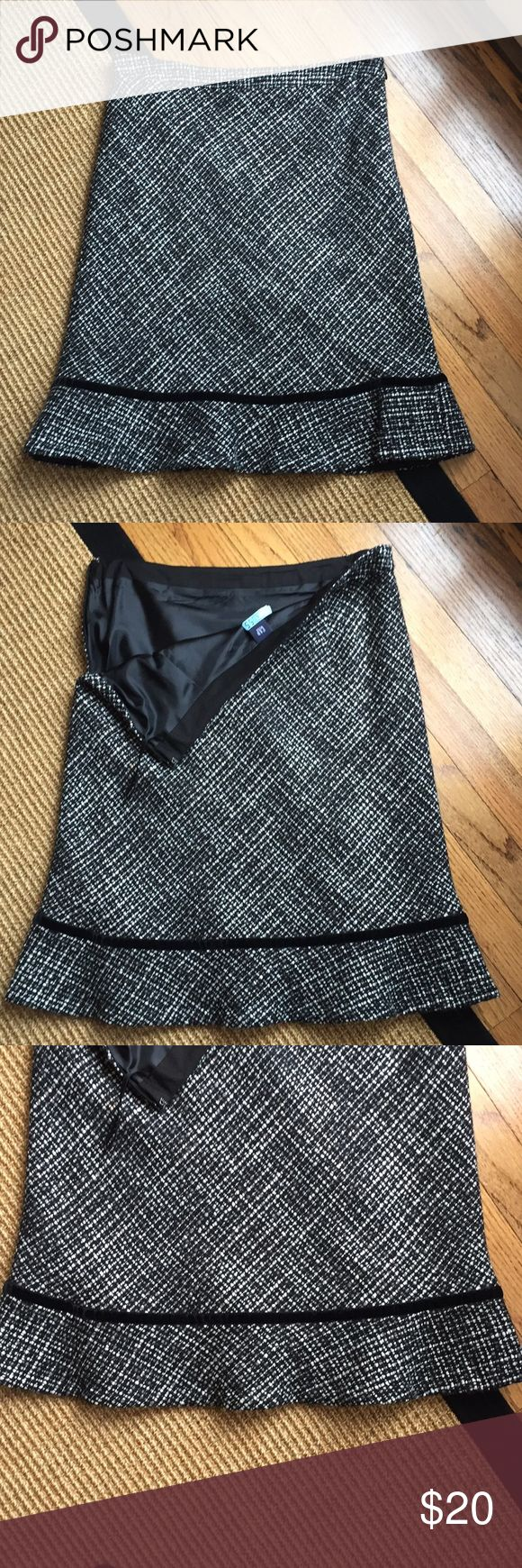 Gap Women's Black and White Trumpet Skirt Good Condition Size: 8 GAP Skirts