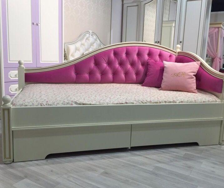Диван кровать для девочки в классическом стиле