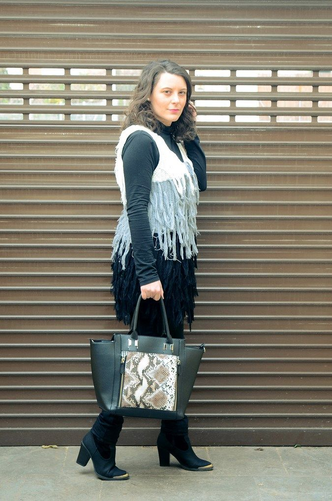 Tricolor vest - Mi Vestido Azul |Fashion and Lifestyle Blog | By Lourdes BuesoMi Vestido Azul |Fashion and Lifestyle Blog | By Lourdes Bueso