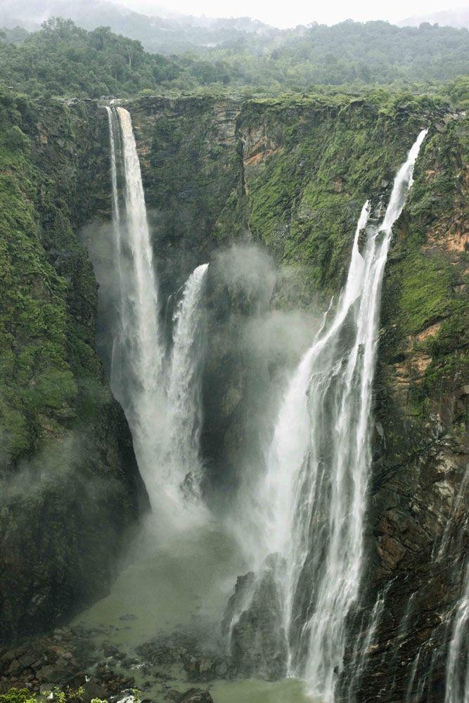 Jog Falls,Jog Falls is situated on the borders of Shimoga and North Kanara, 100 Kms from Shimoga city,karnataka in india
