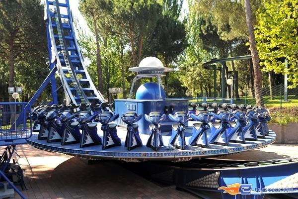 4/7 | Photo du Roller Coaster Tifon situé à @Parque de Atracciones Madrid (Espagne). Plus d'information sur notre site http://www.e-coasters.com !! Tous les meilleurs Parcs d'Attractions sur un seul site web !! Découvrez également notre vidéo embarquée à cette adresse : http://youtu.be/NCei0vi5YF0