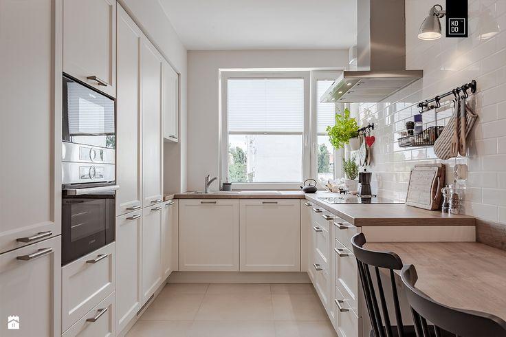 Beautiful White Contemporary Kitchen Cabinets