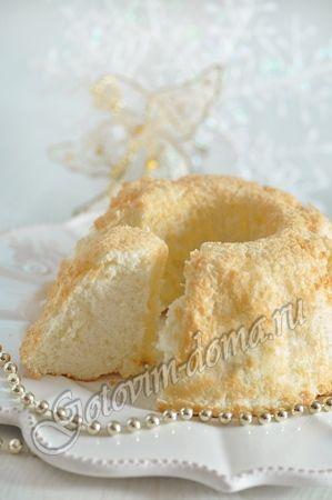 Ангельский бисквит Состав яичные белки - 7 шт, сахар - 190 г, мука - 80 г, сок лимона - 1 десертная ложка, ванильный сахар - 10 г (1 столовая ложка), соль - на кончике ножа
