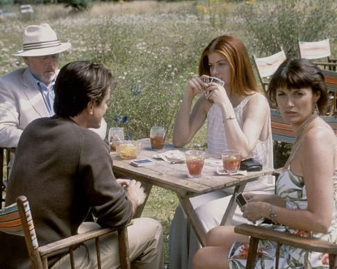 Still of Dermot Mulroney, Debra Messing, Peter Egan and Sarah Parish in The Wedding Date (2005) http://www.movpins.com/dHQwMzcyNTMy/the-wedding-date-(2005)/still-889559040