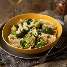 Pasta with broccoli, anchovies & garlic