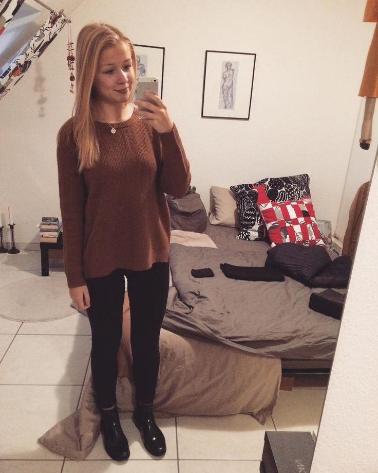 #me #blonde #girl #selfie #selfiequeen #student #uni #ffm #frankfurt #goodmorning #mondaymorning #casual #outfit #ootd #camel #sweater #black #sweaterweather #toocold #motd #fotd #fashion #wiwt
