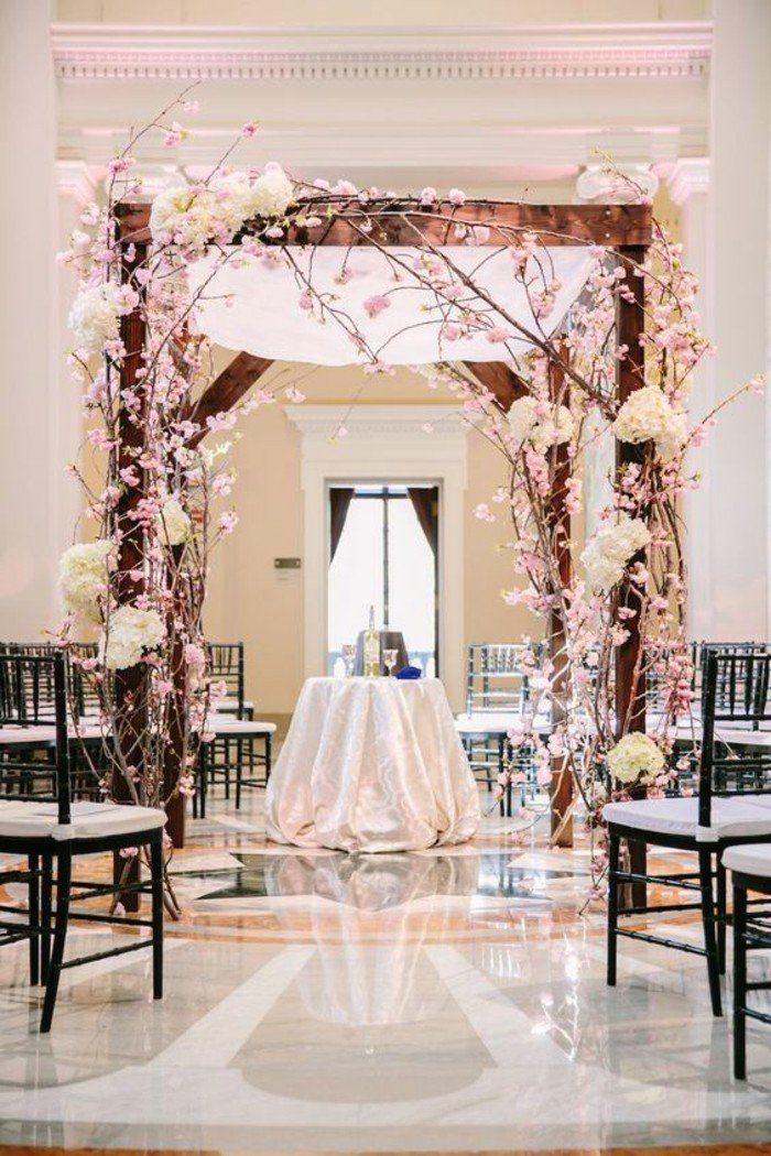 déco de mariage à thème printemps, arche florale mariage romantique