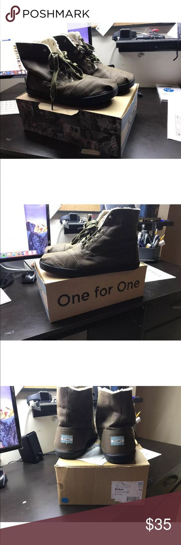 TOMS Brown Fleece Highland Botas with box size 12 Shoes are in excellent condition only were worn once. Comes with original box. Feel free to ask any questions Toms Shoes Chukka Boots