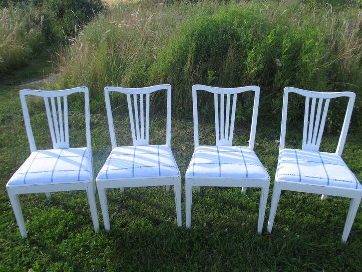 Fyra lantliga stolar