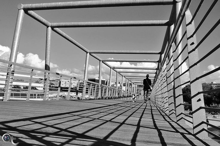walking along the lines - #black_and_white #nikontop #nikonphoto_  #painting_with_light #street #andreaturno @andreaturno #cagliari