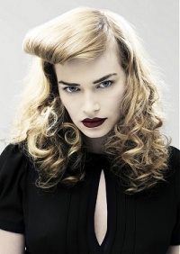 Modern day interpretation of a Betty Page hairstyle.Curly Hairstyles, Vintage Hairstyles, Faux Bangs, Pinup Hairstyles, Girls Hairstyles, Pin Up Hairstyles, Hairstyles Ideas, Forefront, New Hairstyles