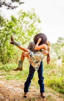 #wattpad #romance Uma garota alegre, inteligente e de certa maneira inocente, encontra um chefe arrogante, prepotente e grosso. Os dois não se entendem, mais sentem uma atração muito forte e a partir daí, muita confusão e paixão vai acontecer entre eles. Rebeca e Conrado são um casal nada comum, mais que se apaixona...