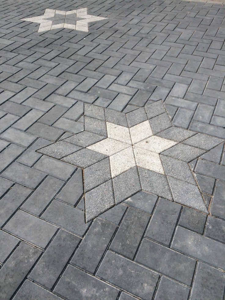 Tähtikuvioita ⭐️ Romba-kivellä.  http://www.rudus.fi/tuotteet/pihakivet-ja-maisematuotteet/betonikivet/85/rombakivi