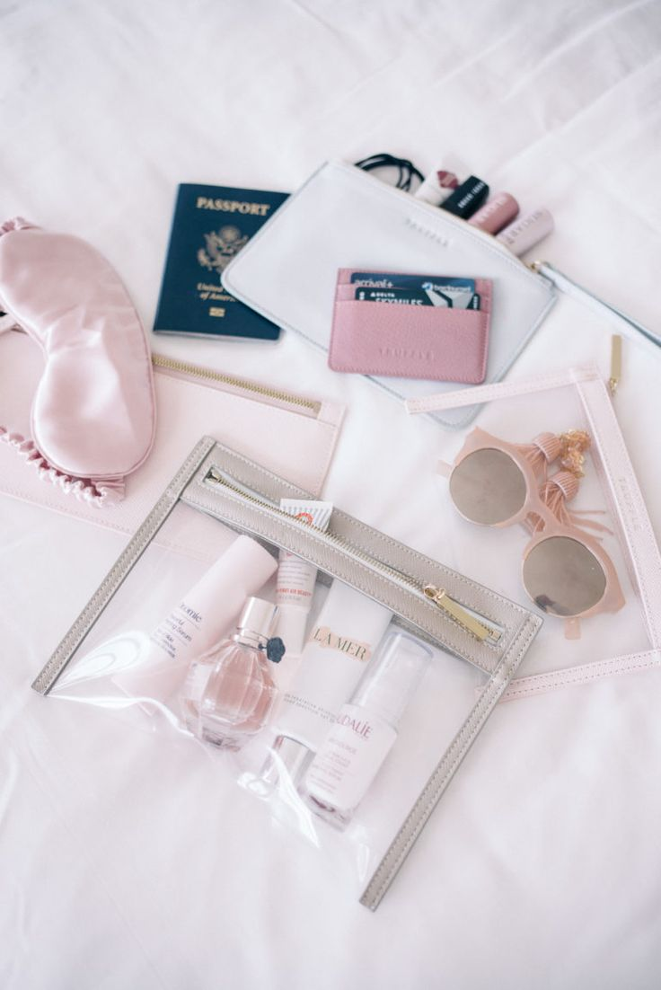 We love this pink and grey color palette for summer travel must-haves