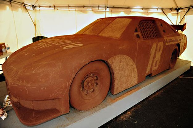 Vroom, vroom. | 21 Life-Size Edible Objects Made Out Of Chocolate