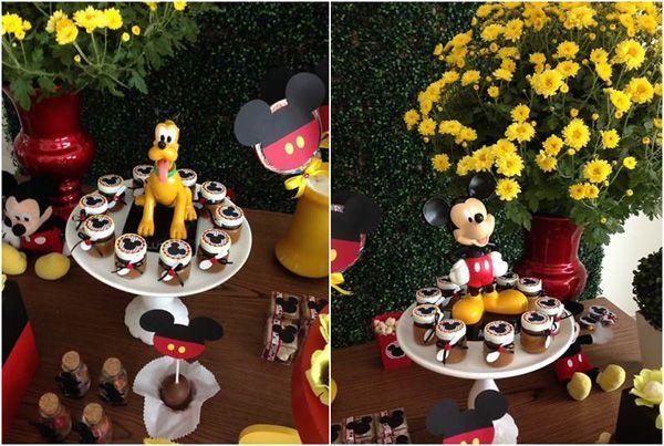 Mais uma festinha linda do Mickey, cheia de criatividade nos pequenos detalhes by Petit Dreams (clique)– que se encarregou de toda a montagem, criação do projeto e guloseimas! Amei as bandejas com orelhas e pezinhos da Laura Caruso!! Você olha e já sabe quem é o personagem estrela da festa, não é?!